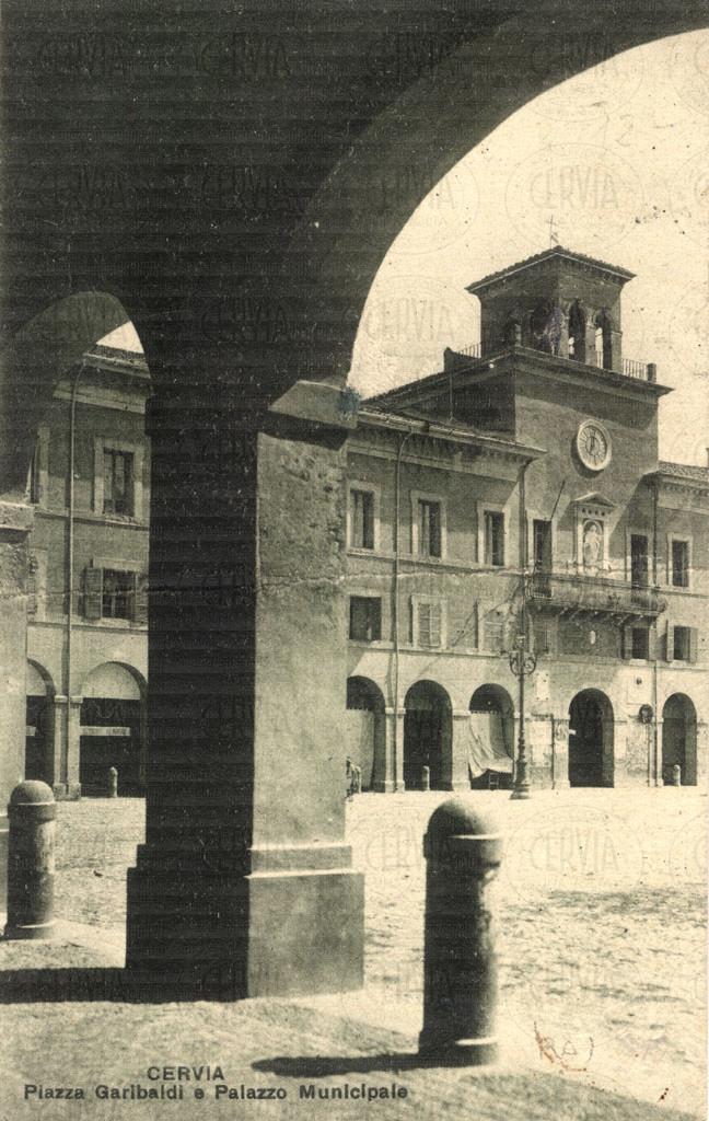 Cervia - Piazza Garibaldi e Palazzo Municipale